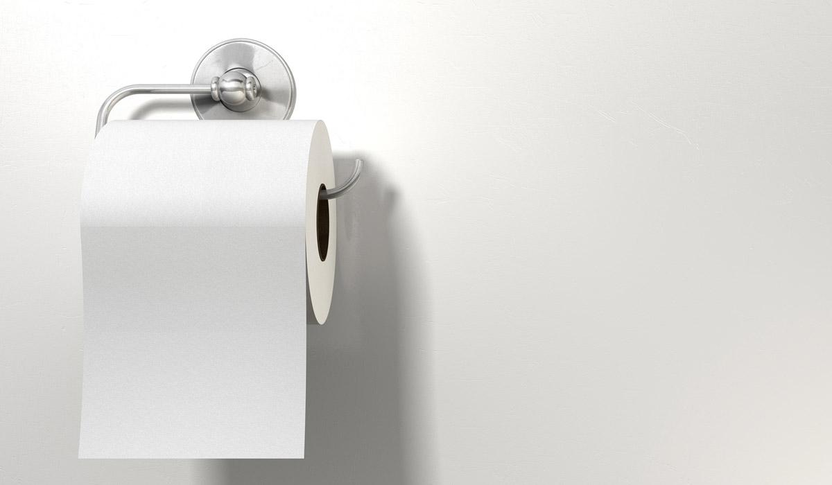 el rollo de papel por adelante o por atrás