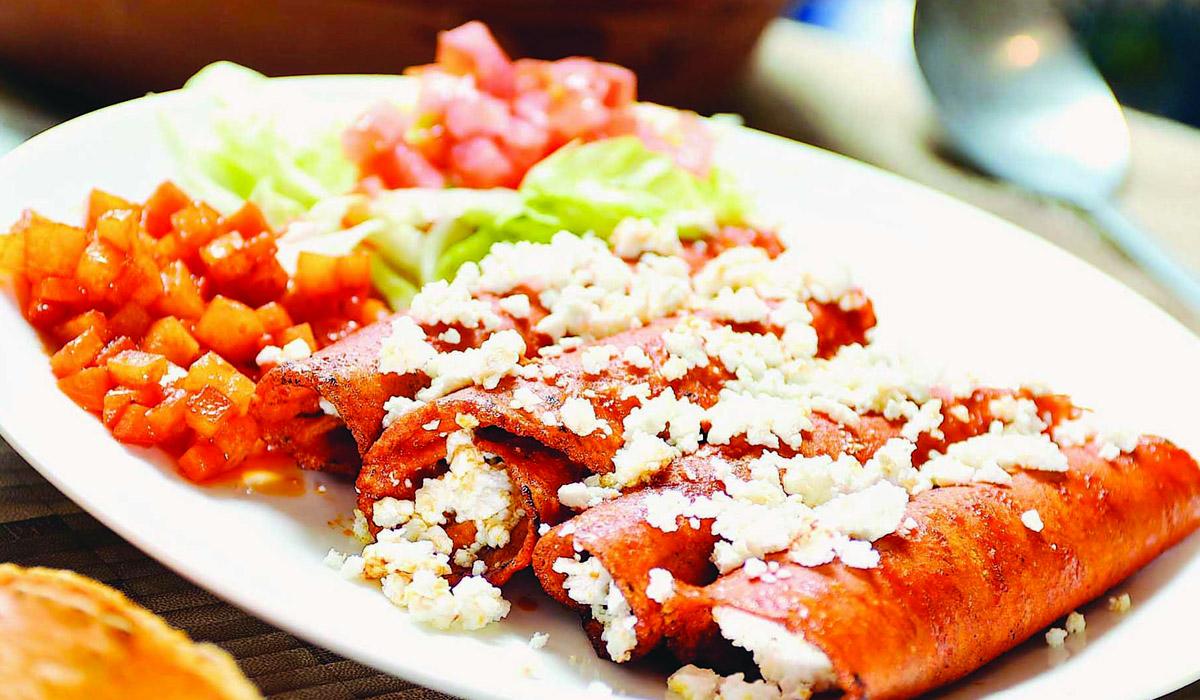 Prepara enchiladas potosinas, son ricas y fáciles de hacer