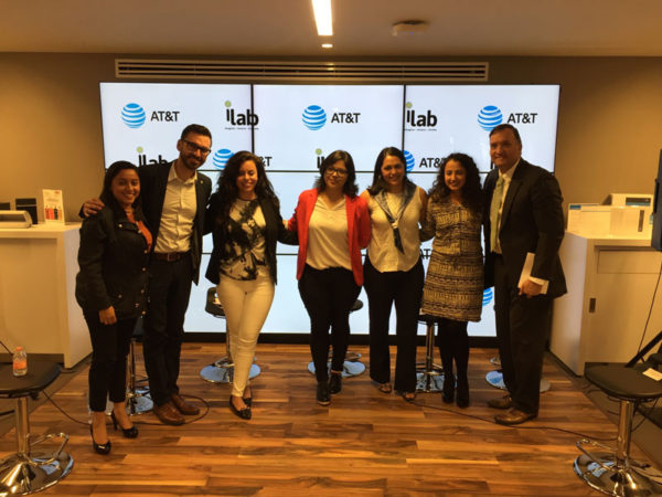 AT&T-Ilab-mujer-sele