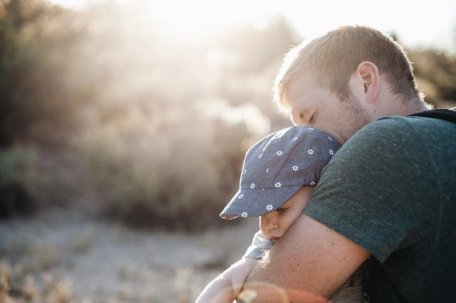 Papá al cuidado de los hijos-sele