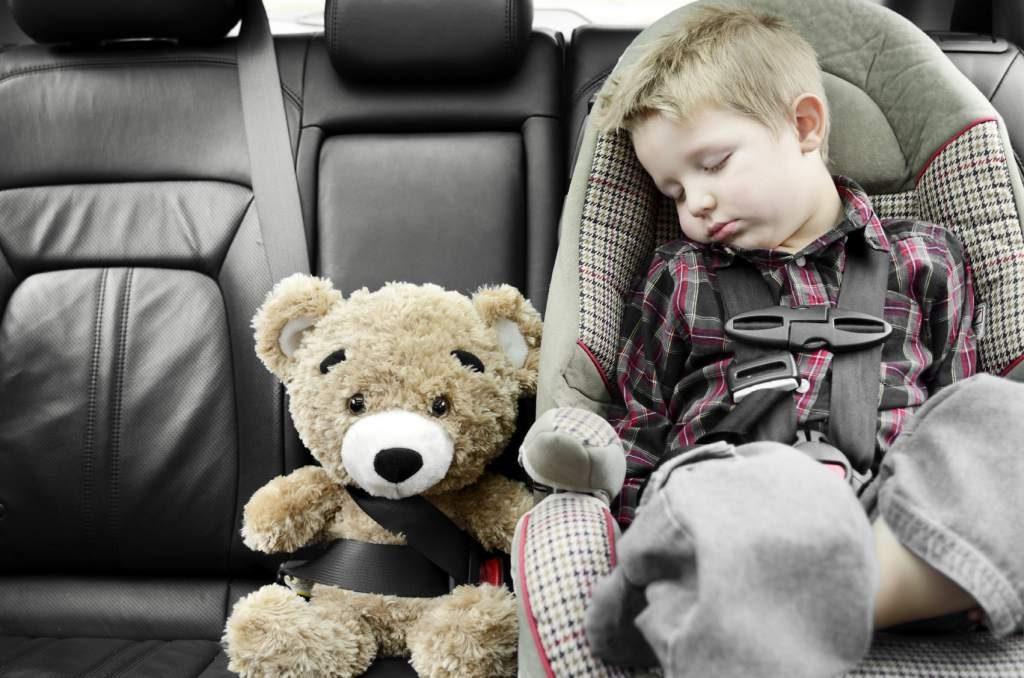 proteger a tus niños en un automóvil-sele