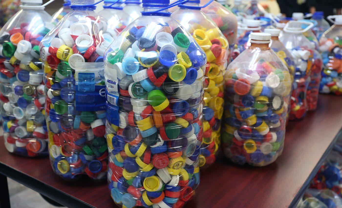 La importancia de juntar tapitas contra el c ncer lo for Tapas de plastico
