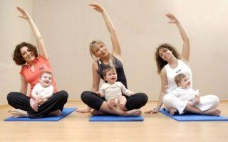Beneficios de hacer yoga con tu bebé