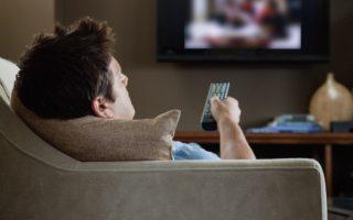 Ver mucha televisión genera pérdida de movilidad