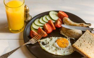 estas son las razones de por qué no debes omitir el desayuno