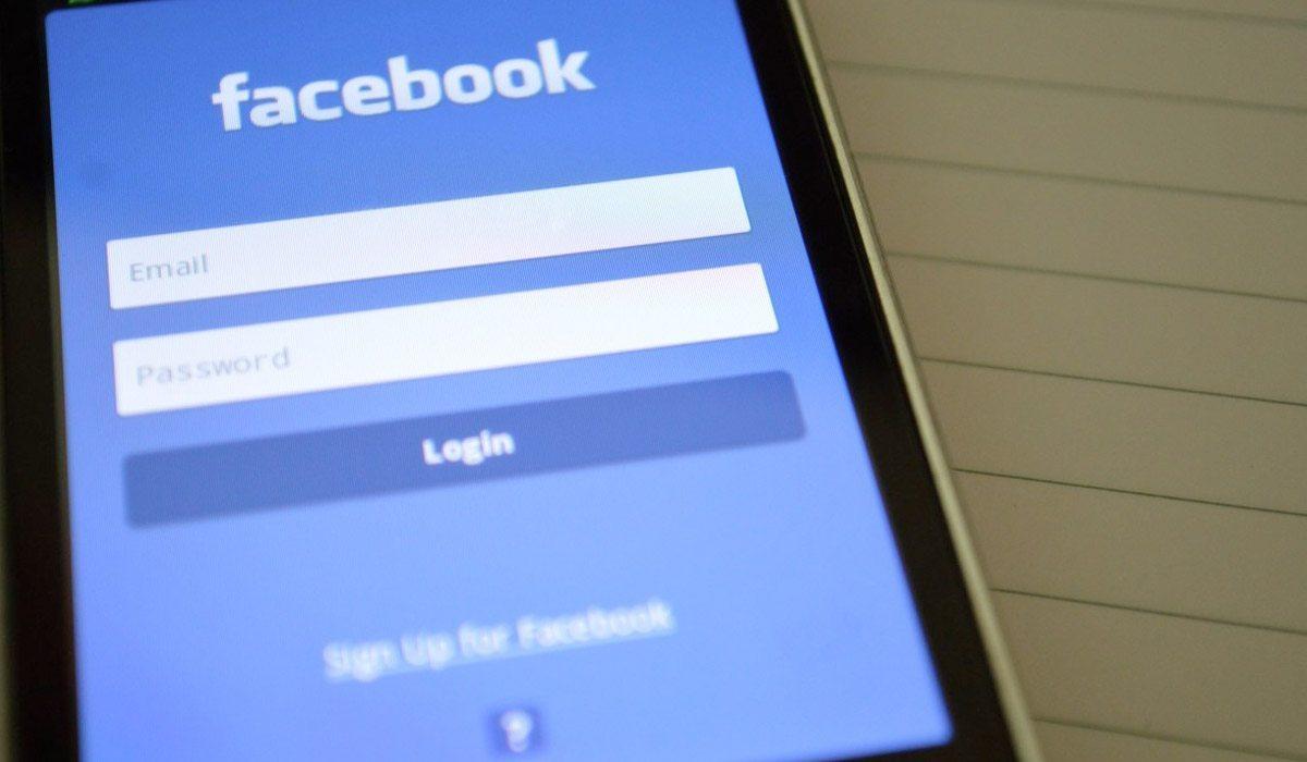 Nunca registres tu número telefónico en Facebook
