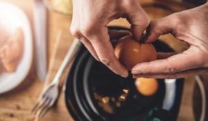 aprende a romper un huevo correctamente