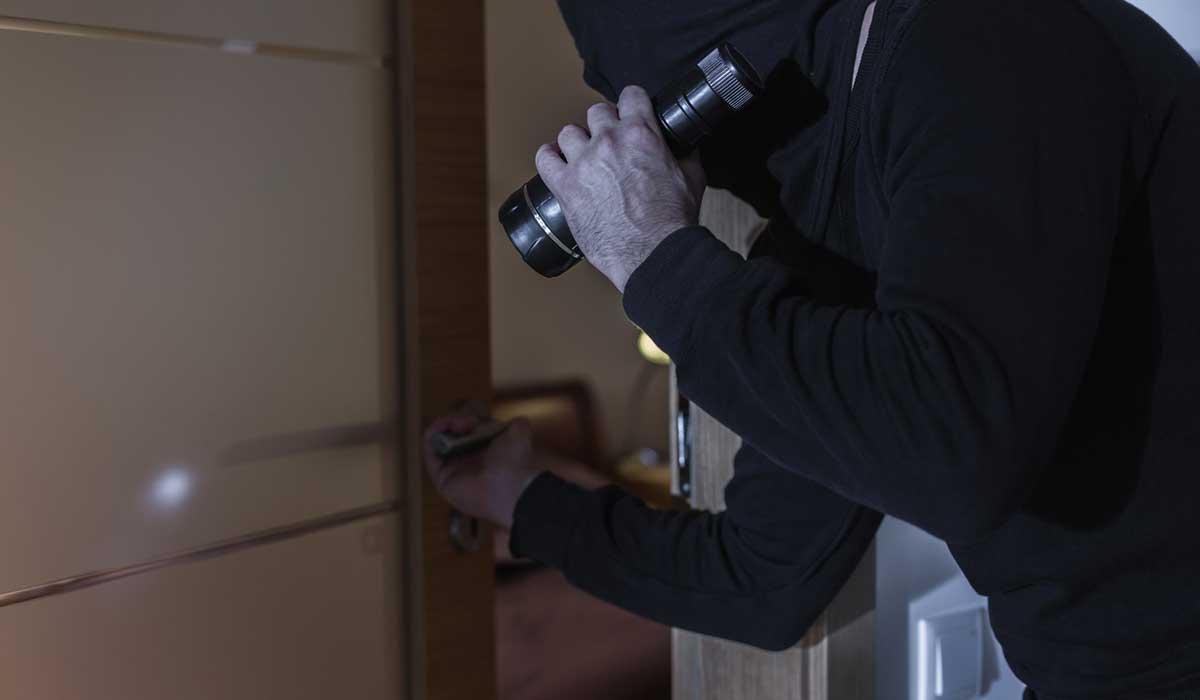 6 señales que das a los ladrones ¡de que no estás en casa!