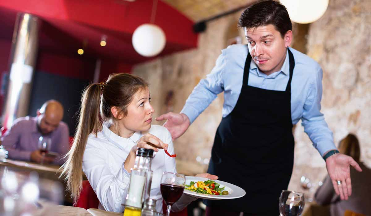 8 cosas desagradables que hacen los restaurantes para ahorrar dinero