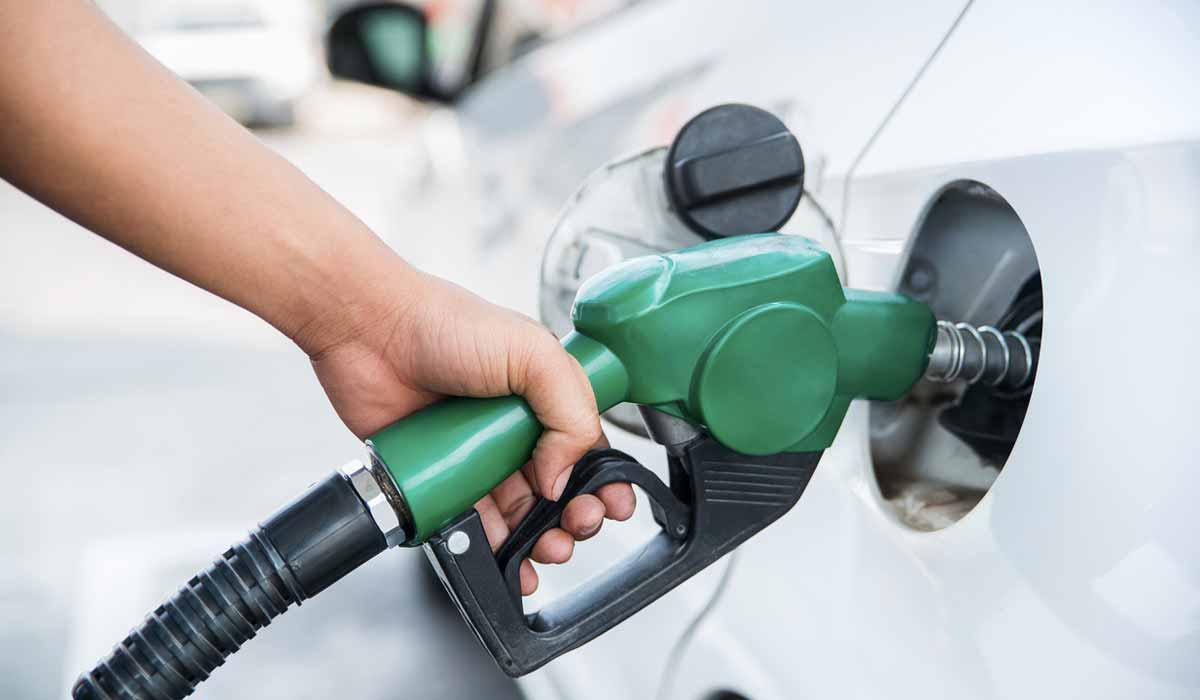 cuidado al cargar gasolina