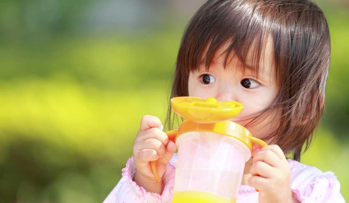 uso del vaso entrenador con bebés