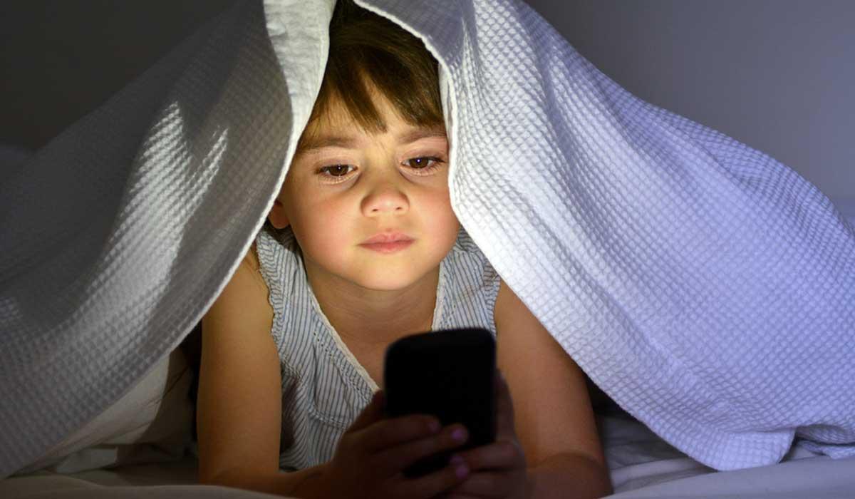 El cerebro de los niños sufre cambios por uso de smartphones