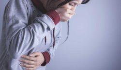 náusea y dolor de cabeza intenso