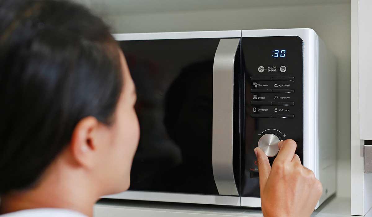 evita estos errores al usar el microondas