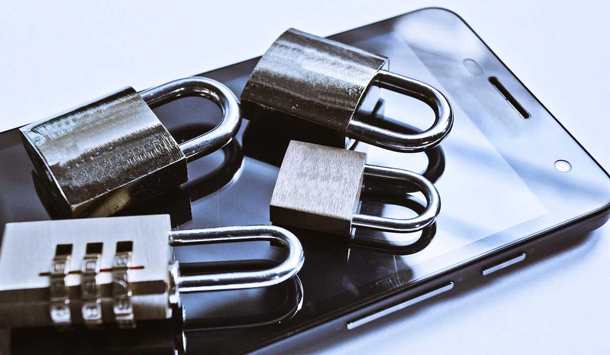 Cómo saber si te espían a través de tu celular o computadora
