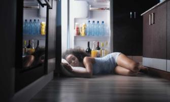 causas del sudor cuando duermes