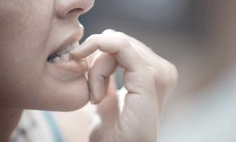 comerte las uñas te puede poner en peligro