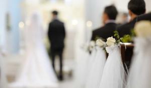 por qué la mujer va a la izquierda en las bodas