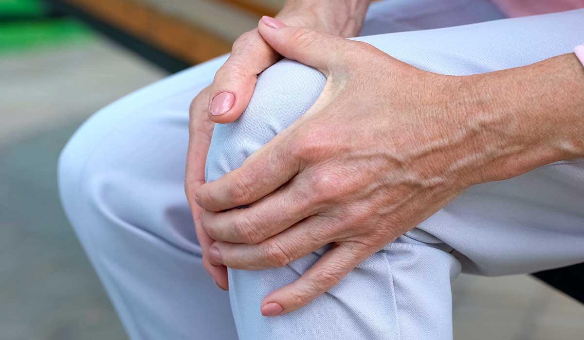 cuídate de la osteoporosis durante la menopausia