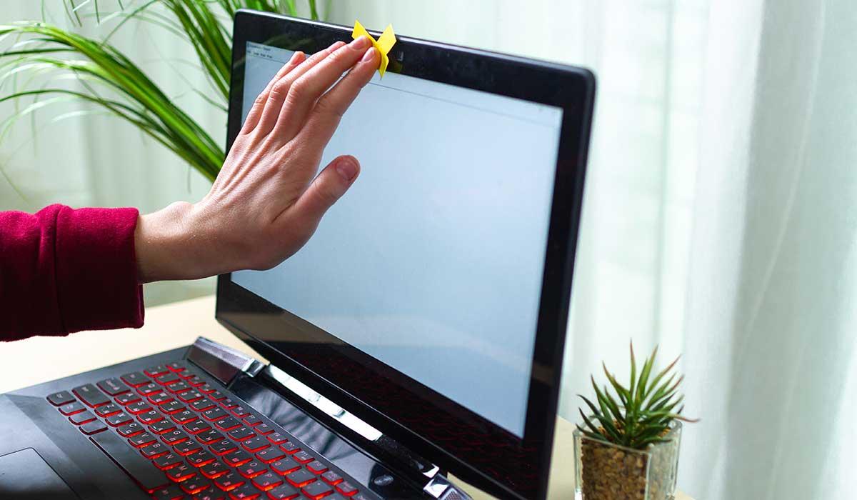 ¿te pueden vigilar por la cámara de tu computadora?