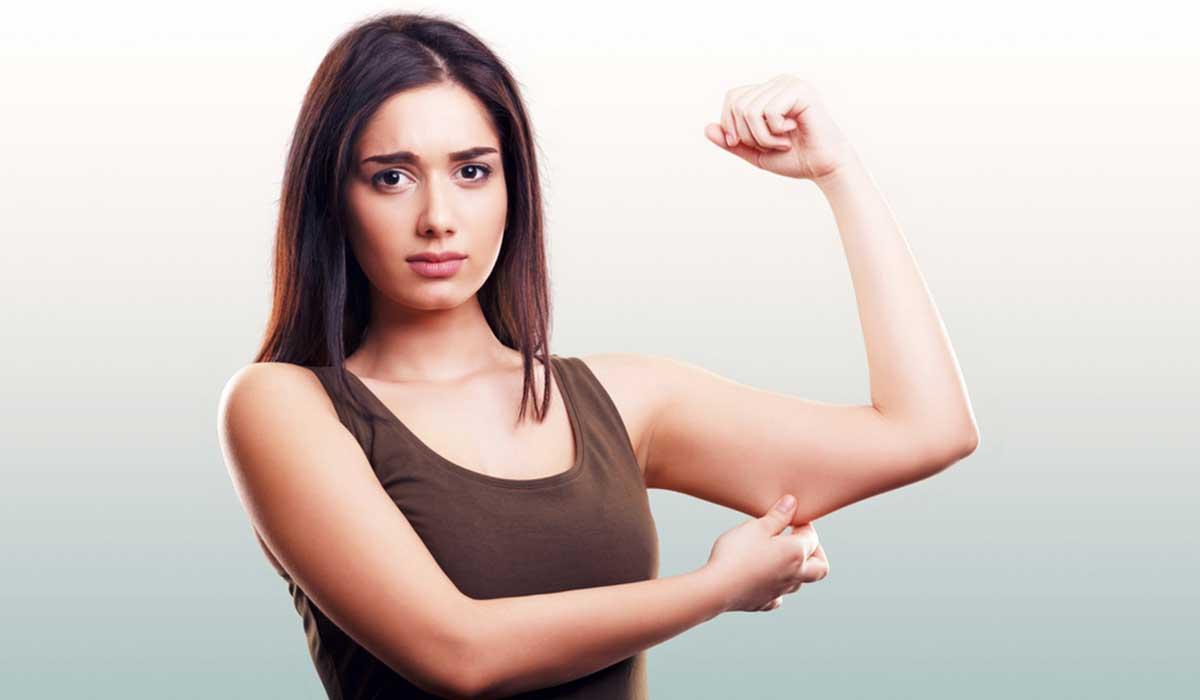 Pierde grasa de los brazos con los consejos de una entrenadora personal