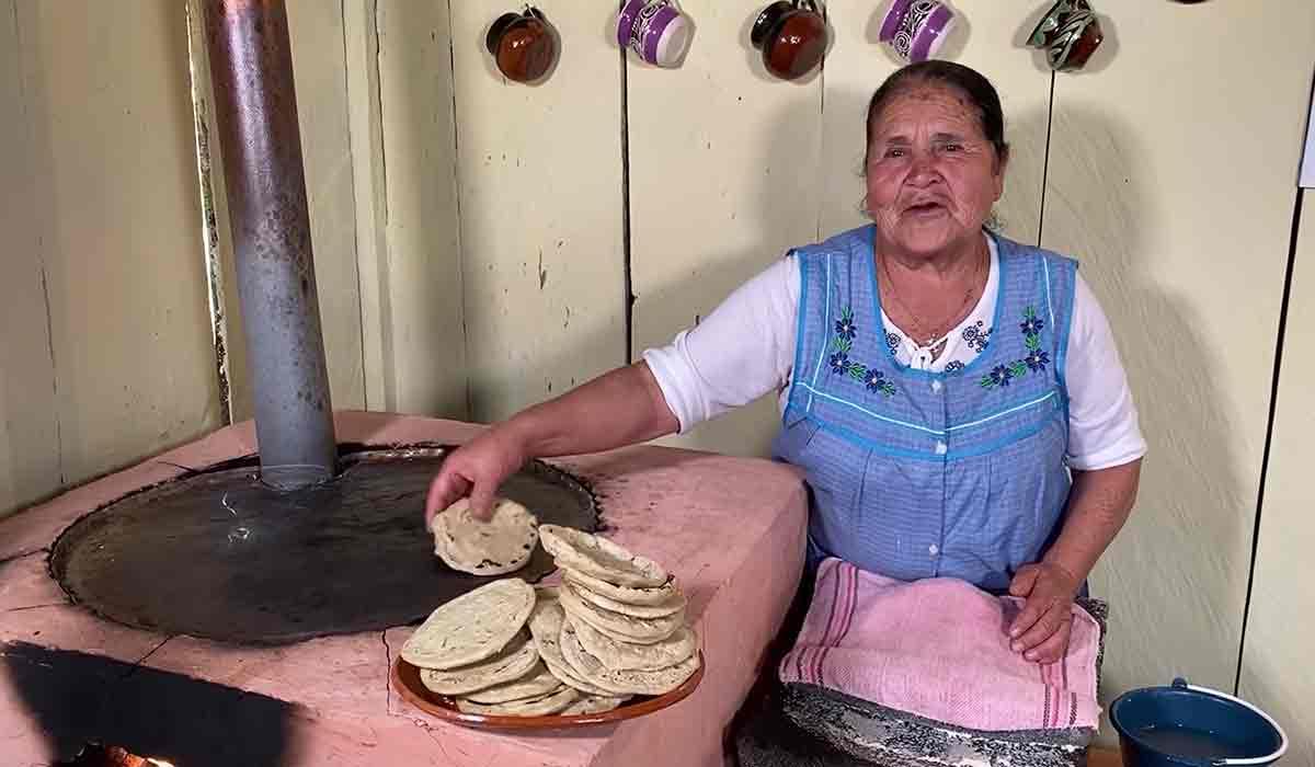 doña Ángela y su éxito en YouTube