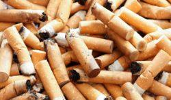 colillas de cigarro en la playa