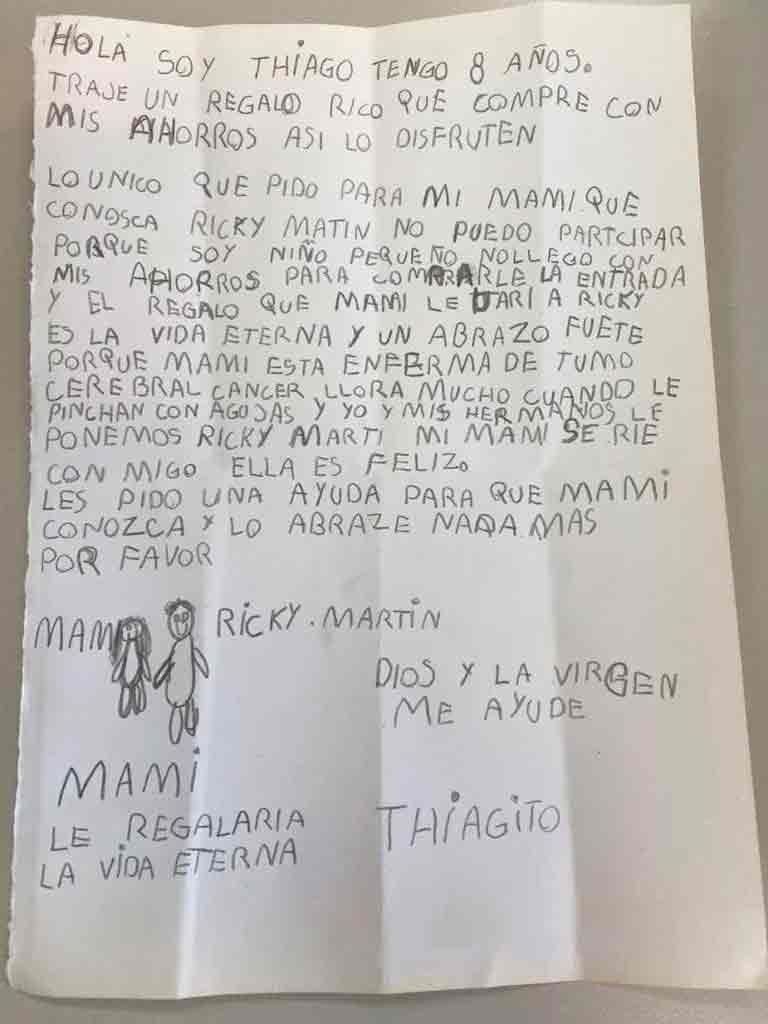 niño quiere que su mamá conozca a Ricky Martin
