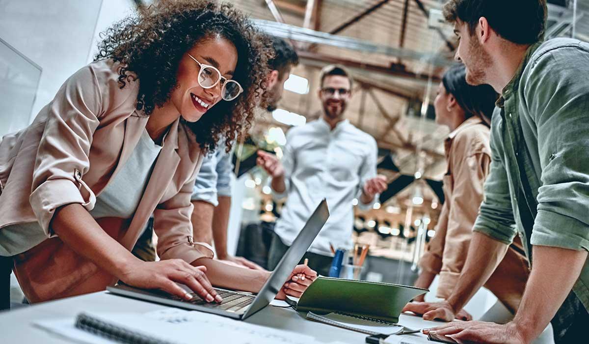 9 señales para no confiar en compañeros de trabajo
