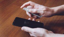 limpia tu teléfono por el coronavirus