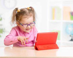 niña con tableta