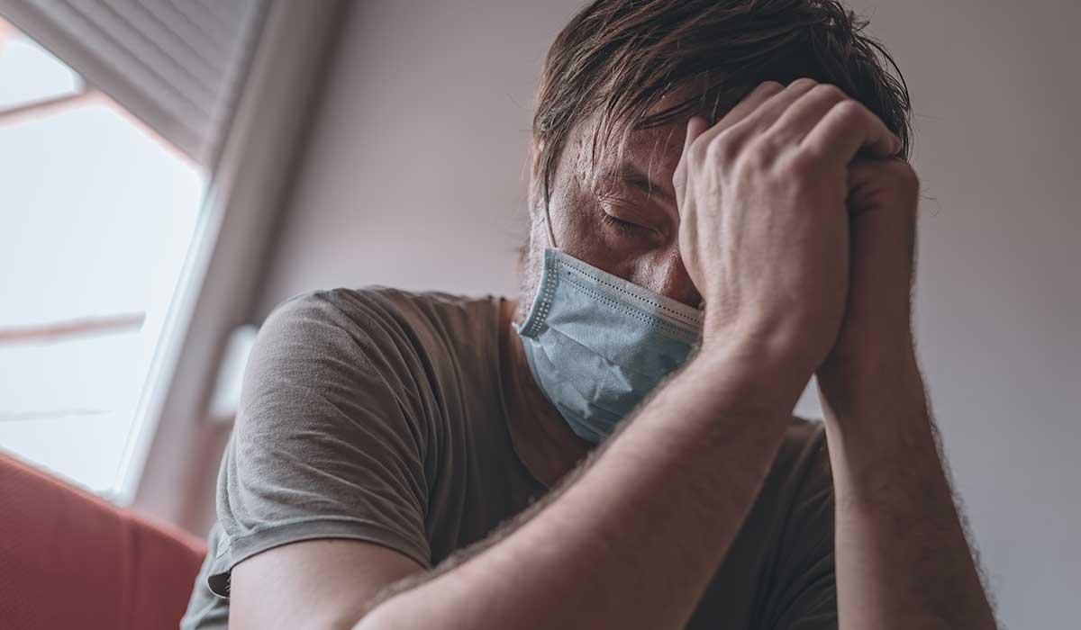 personas que reaccionan mal ante la pandemia