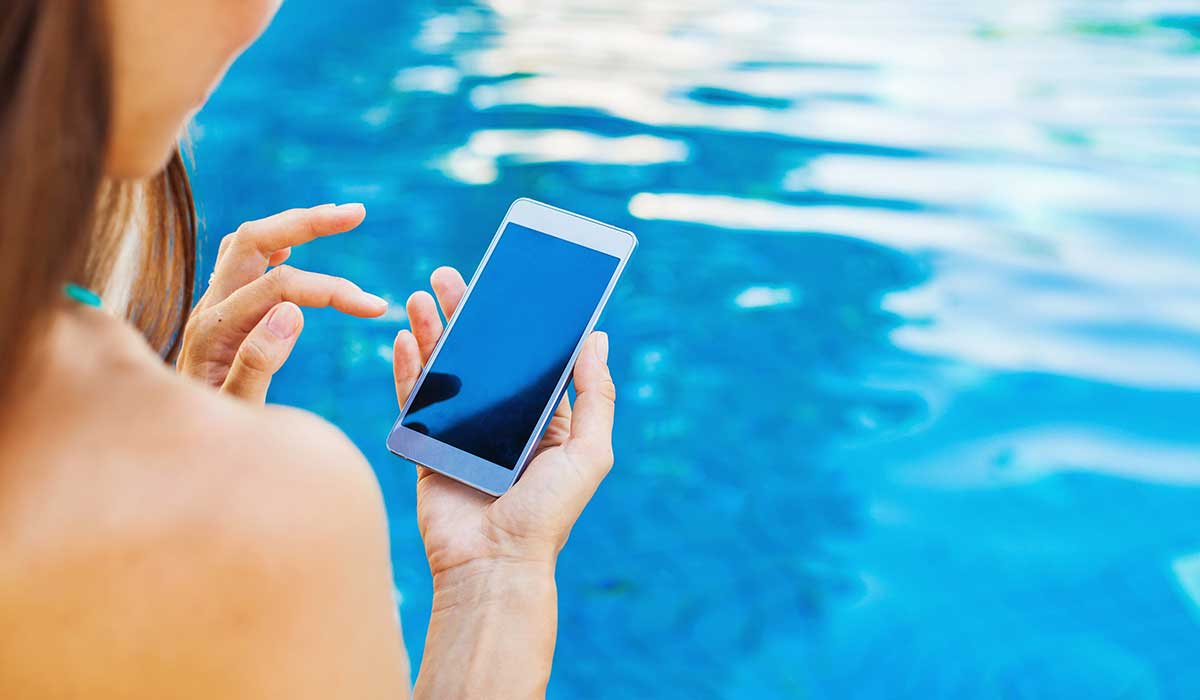 no te confíes si tu teléfono es contra el agua