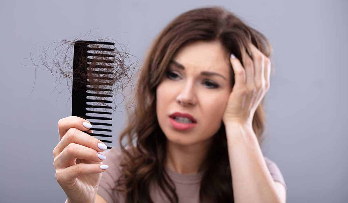 12 razones sorprendentes por las cuáles se está cayendo tu cabello