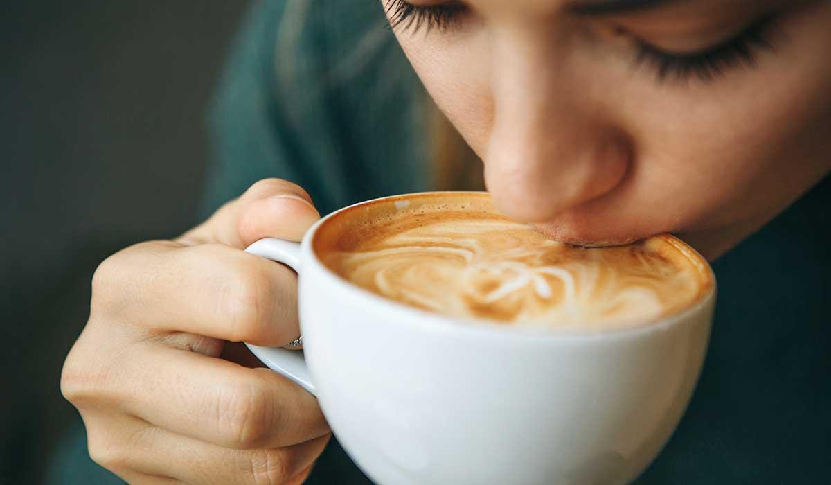 combinación de café y problemas del estómago