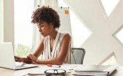cómo lucha una persona de color con el racismo en la oficina