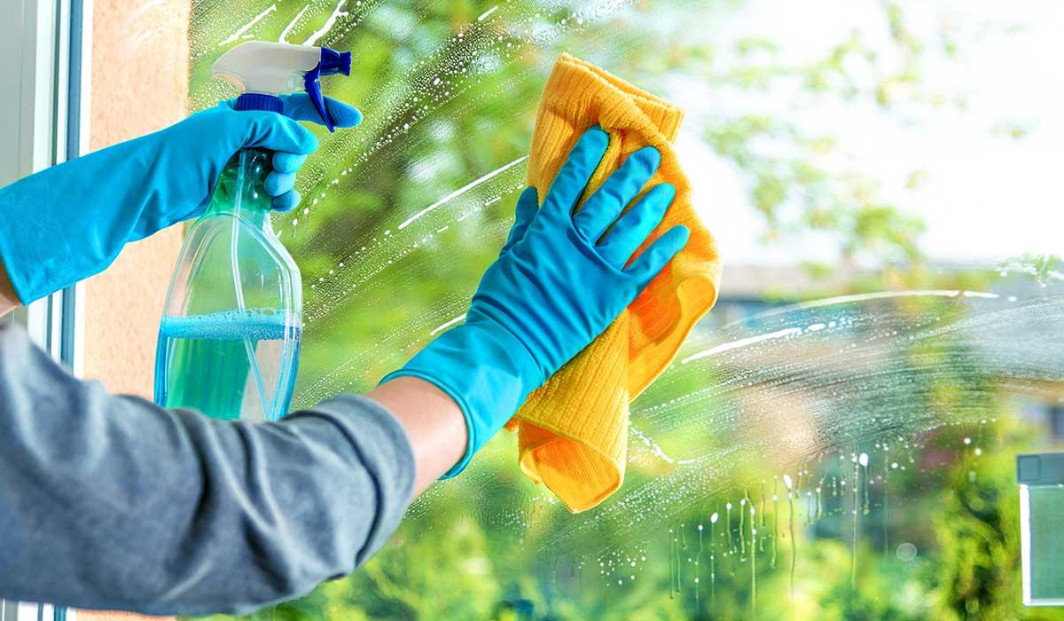 usos del limpiador de ventanas en el hogar