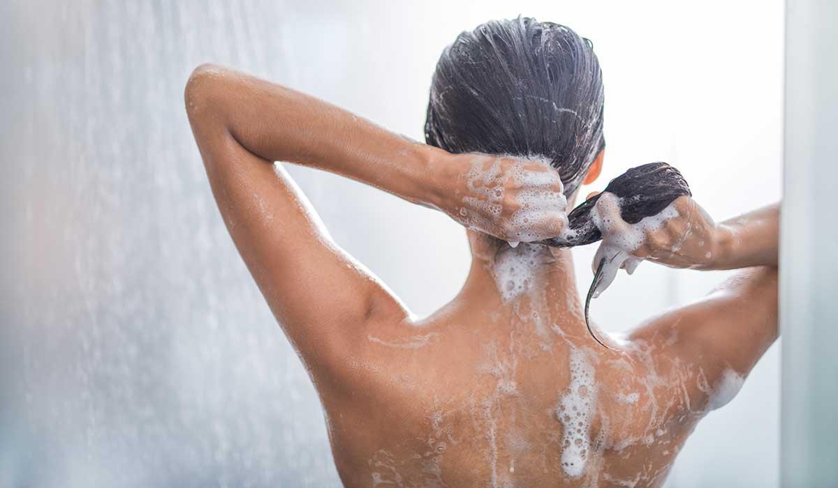 Mitos comunes que arruinan tu cabello, más que ayudarlo