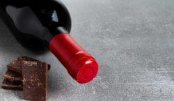 rica combinacion de vino y chocolate
