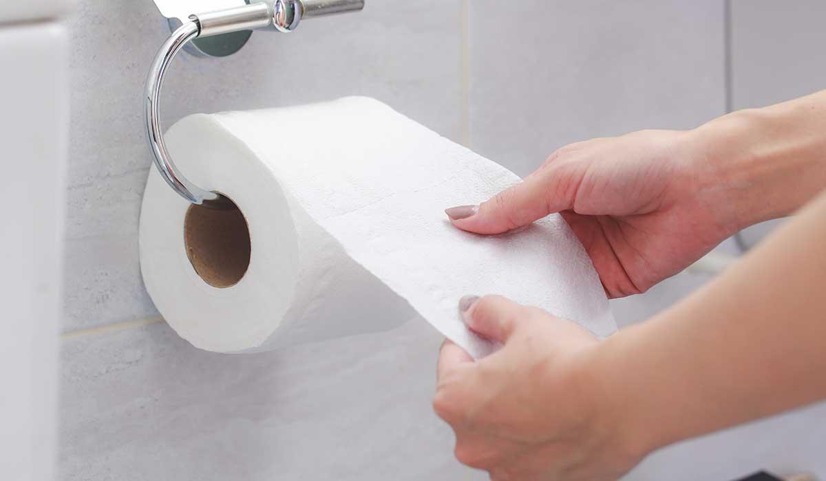¿Te has preguntado por qué el papel higiénico es blanco?