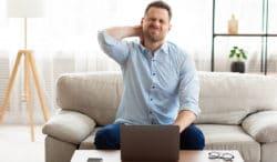 posturas que afectan tu espalda al hacer home office