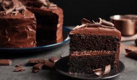 Prepara un rico pastel de chocolate con relleno de frambuesa