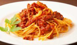 receta de carne molida en salsa roja con espagueti
