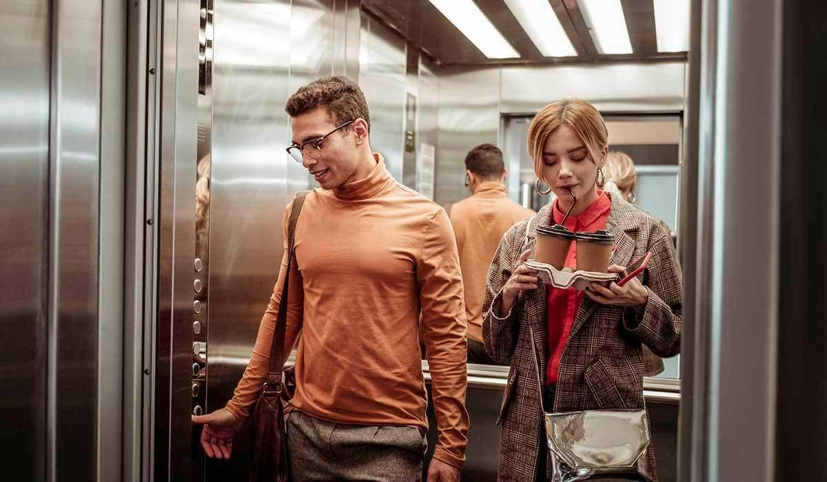 por esto ves espejos en el ascensor