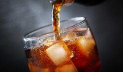 por tu salud debes evitar el refresco