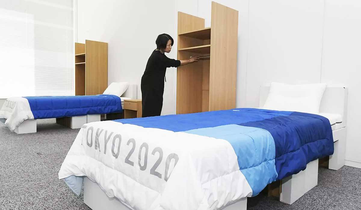 camas antisexo en tokio causan revuelo
