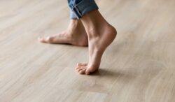 enterate de las ventajas y desventajas de caminar descalza