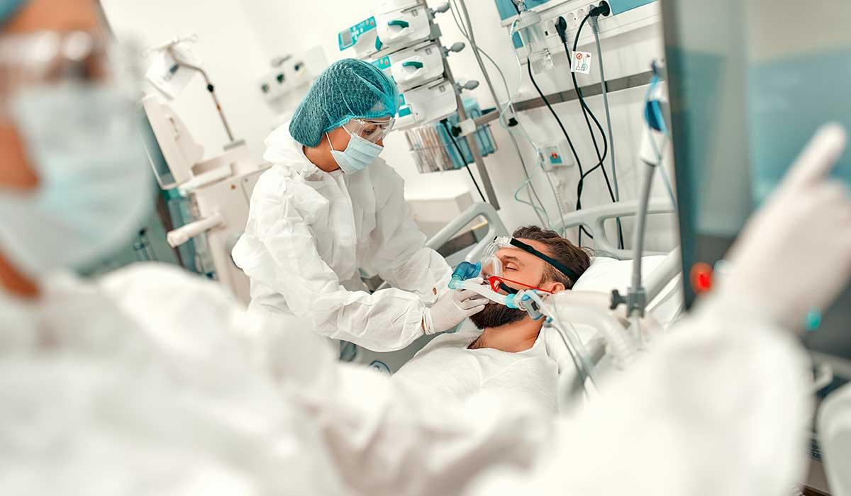 pacientes con covid grave mejora si son acostados boca abajo
