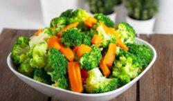 pechugas de pollo con verduras y mantequilla