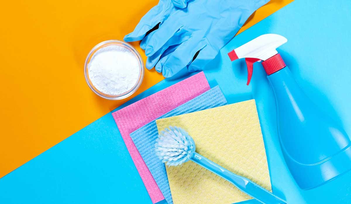utiliza y combina vinagre y bicarbonato para tener más poder limpiador